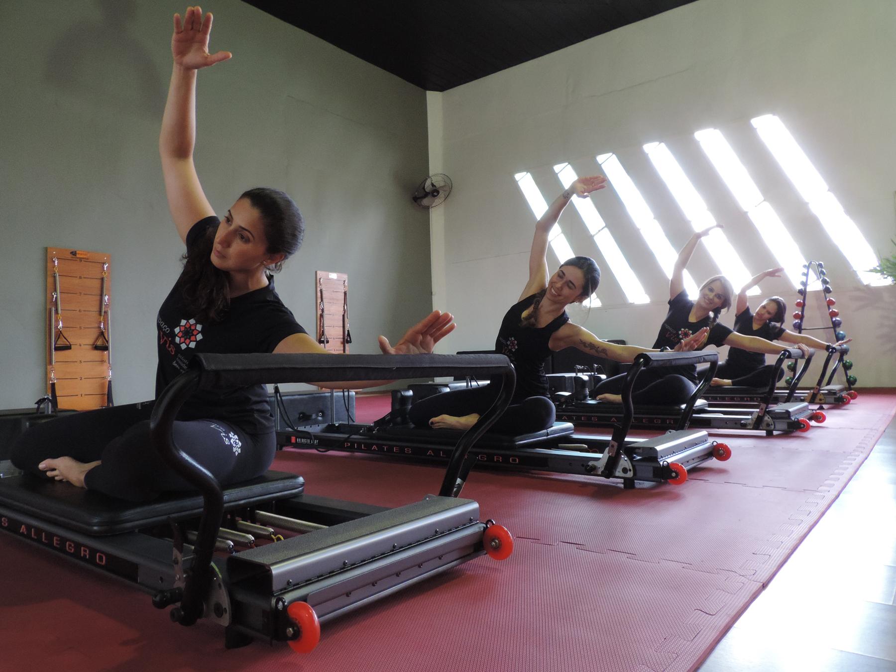Instrutoras de Pilates fazendo aula em Grupo